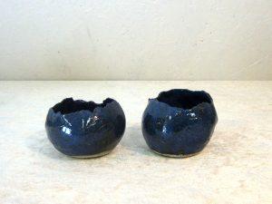 Fyrfadslysestage i stentøj - model Skal 1 blå-blank