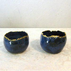 Fyrfadslysestage i stentøj - model Skal 2 blå med guldkant