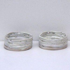 Fyrfadslysestage i stentøj - model pind. Hvid