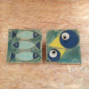 Elevarbejde - relief med dekoration. Fugl eller fisk