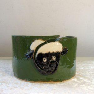 Elevarbejde - grøn skål med sort får