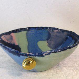 Keramikskål med guld-vedhæng
