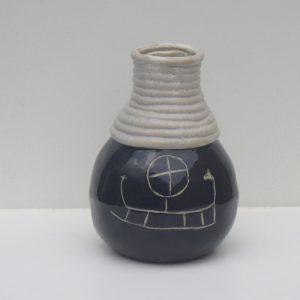 Vase med helleristning